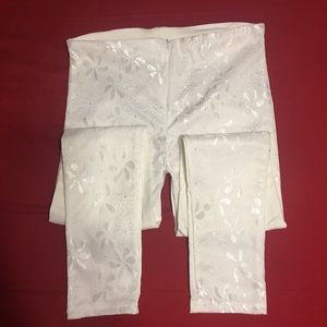 Pants - White stretchy pants with embroidered front